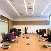 Colaboradores em reunião